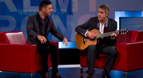 Jeremy-Irons-guitar-817